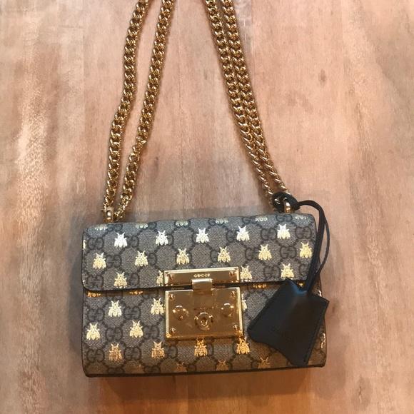 37a11512ebd Gucci Padlock GG Supreme Bees Shoulder Bag